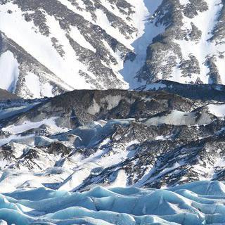 새하얗게 빛나는 얼음산, '스카프타펠'에서 빙하 트래킹하기
