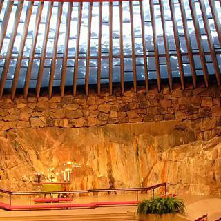 미니멀리즘의 선두, 암석교회 방문하기