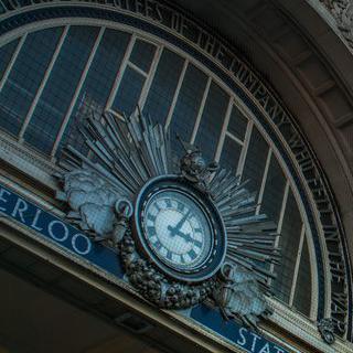 런던 군중의 시간이 흐르는 곳, 워털루 역 방문하기
