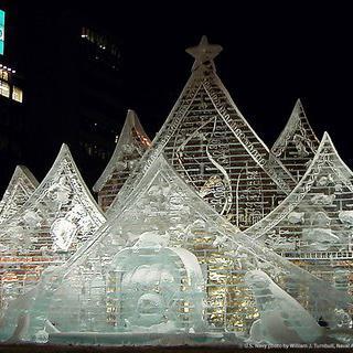 일본 삿포로 눈축제에서 눈 조각 감상하기