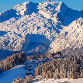 알프스의 평화로운 동화마을 '안시'에서 스키 타기