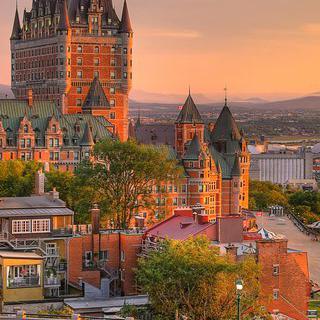 캐나다 요새 도시, '퀘벡'의 구도심을 둘러싼 성벽 따라 산책하기