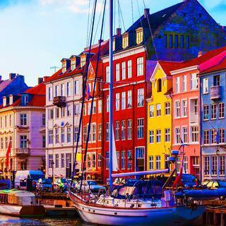 코펜하겐의 '뉘하운 운하'따라 파스텔 색감으로 물든 거리 산책하기