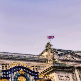 웅장한 궁전과 성을 볼 수 있는 여왕의 회색 도시