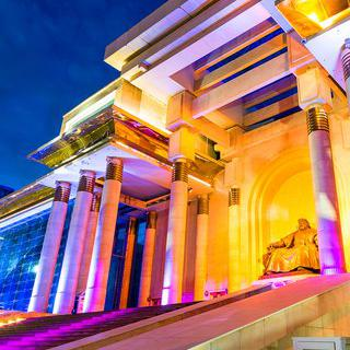 울란바토르의 중심, 수흐바토르 광장에서 작가처럼 사진 찍기