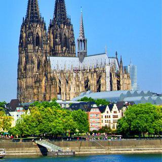 쾰른의 랜드마크, 대성당 첨탑에 올라 라인강 전경 감상하기