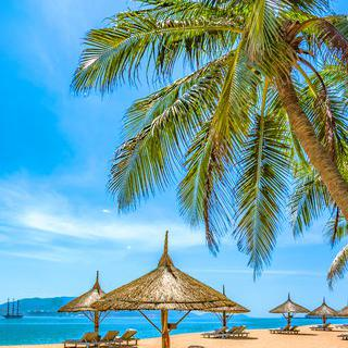 동양의 나폴리, 베트남 냐짱의 해변에 누워 휴식하기