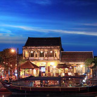 베트남의 아름다운 별빛 도시 '호이안'에서 나이트라이프즐기기