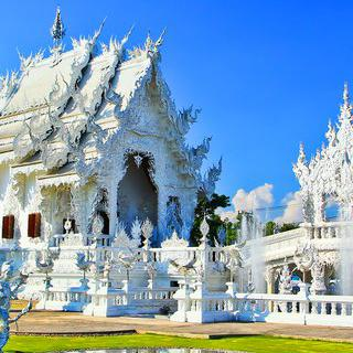 치앙라이의 랜드마크, 백색 사원 '왓롱쿤' 탐방하기