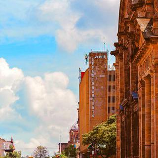 다채로운 볼거리를 자랑하는 '과달라하라'의 광장 돌아보기