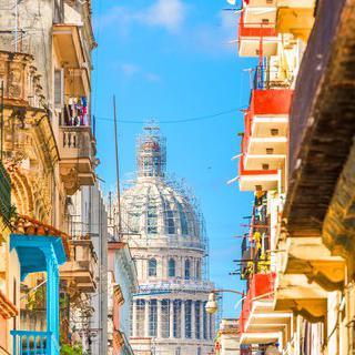 쿠바의 역사를 잇는 '아바나'에서 시간이 멈춘  골목길 돌아보기