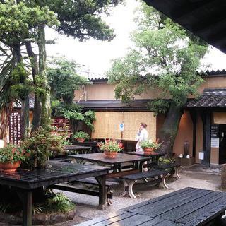 초록으로 아늑한 '유후 효탄 온천'에서 온천욕 즐기기