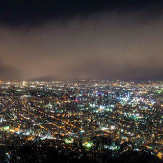 도시 불빛이 수놓은 밤, '모이와 산'에서 야경 감상하기