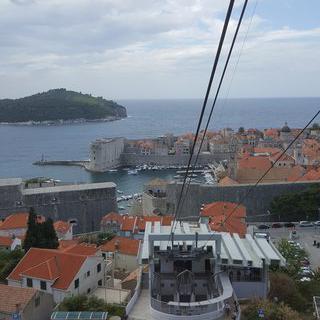 도시를 가득 채운 붉은 지붕들, 아름다운 두브로브니크의 Dubrovnik Cable Car에서 케이블카타기