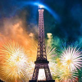 에펠탑이 가장 아름다운 순간, '프랑스 혁명 기념일 불꽃 축제' 즐기기