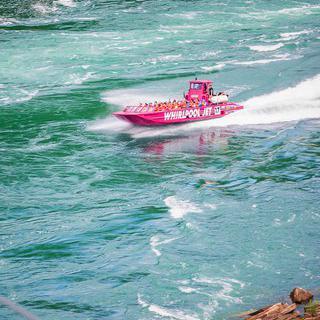 캐나다 온타리오에서 '나이아가라 폭포'의 급류 사이로 젯보트 타기