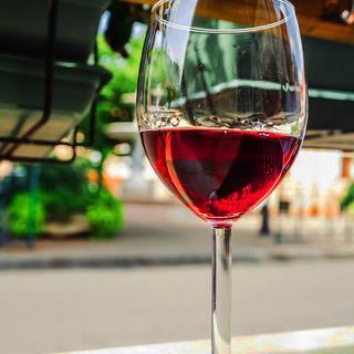 깊은 풍미를 자랑하는 프랑스 '본'의 정통 와인 맛보기