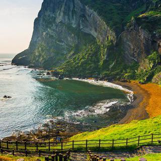 유네스코 3관왕에 빛나는 한국의 보물섬, '제주도'에서 휴양하기