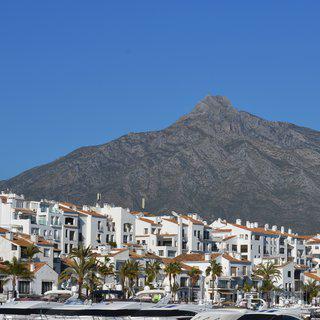 청색 바다와 백색 건물의 그림 같은 조화, '마르베야' 풍경 감상하기