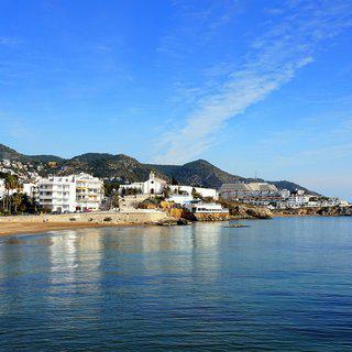 스페인 지중해 도시 '시제스' 카니발 축제 즐기기