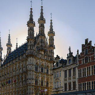 벨기에 역사 도시, '뢰번'의 랜드마크 시청사 탐방하기