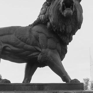 템스 강변의 예술 도시 '레딩'에서 사자 조각상 실물 보기