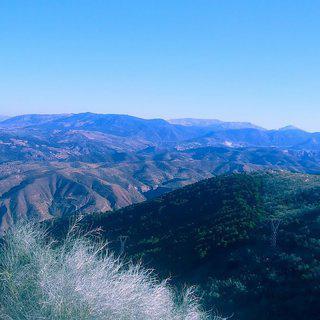 빛나는 스페인의 만년설, 시에라 네바다 국립공원에서 스키 타기