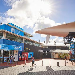 '뉴질랜드 해양 박물관' 에서 시원한 바닷 바람 맞으며 항해하기