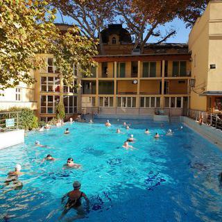 이국적인 건물 안에 펼쳐진 아로마 힐링 사우나, Lukacs Baths에서 사우나 즐기기