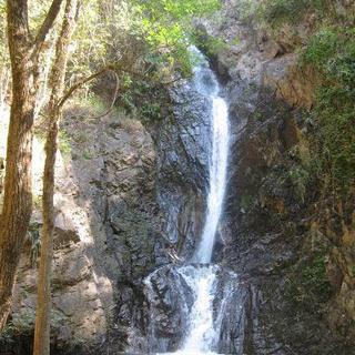 시원한 계곡을 따라 오르는 아쿠아 트래킹! 더위를 싹 날려주는 Mae Yen Waterfall Hiking Trail에서 하이킹하기