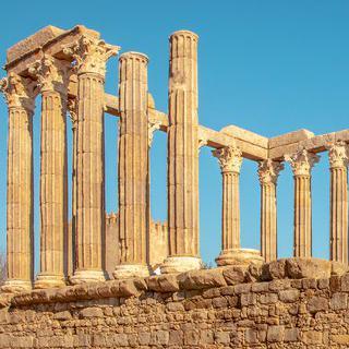 에보라 역사 지구에서 '디아나 신전'의 고대 건축 양식 감상하기