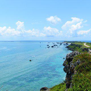 아름다운 해변의 산호초 섬, 일본 미야코섬