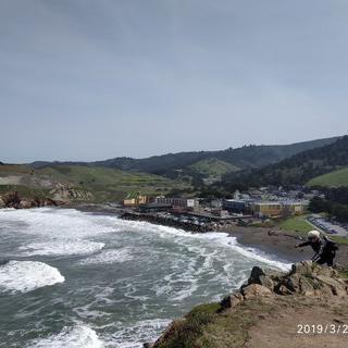 초승달을 닮은 아름다운 해변, '퍼시비카 스테이트 비치'에서 서핑 즐기기