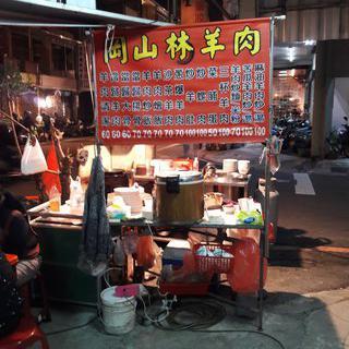 대만의 감성이 묻어 있는 'Wusheng Night Market'에서 기념품 쇼핑하기