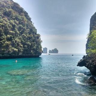 섬으로 둘러싸인 아름다운 지상낙원, '로사마 베이'에서 스노클링 하기