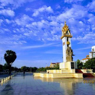 눈부신 황금빛 광장 'Wat Botum Park'에서 힐링하기