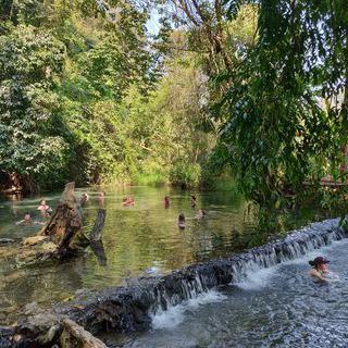 전 세계 여행자들이 모이는 노천탕, '싸이 응암 온천' 에서 온천욕 즐기기