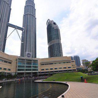 쿠알라룸푸르의 화려한 랜드마크, '페트로나스 트윈타워' 에서 쇼핑하기
