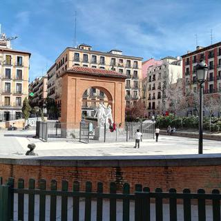 스페인의 역사가 물든 광장 Plaza del Dos de Mayo에서 힐링하기