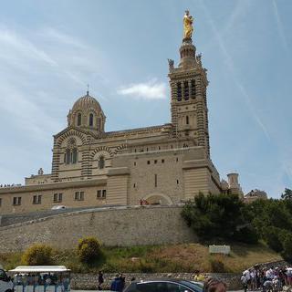마르세유를 상징하는 신성한 노트르담 드 라 가르드 성당 둘러보기