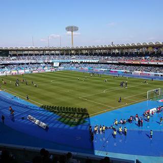 J리그의 열정이 그대로 '토도로키 육상경기장'에서 축구경기 관람하기