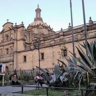 멕시코 시티의 화려한 대광장, 'Plaza de la Constitución' 걸어보기