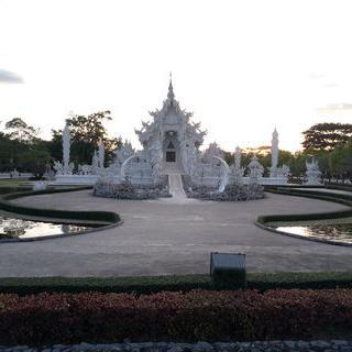 치앙라이의 랜드마크 중 하나! 렁쿤 사원(백색 사원)에서 사진찍기