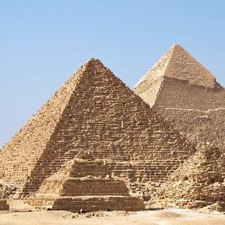 고대 이집트의 영광, '기자 네크로폴리스'에서 피라미드 보기