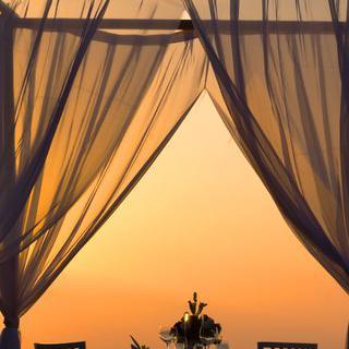 단 한 커플만을 위한 바다 위의 레스토랑, 'Float'에서 다이닝 즐기기