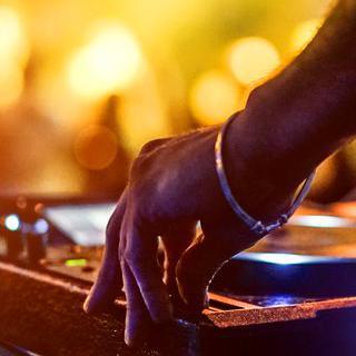 음악으로 기념하는 연말, 'Wonderfruit' 축제에서 공연 관람하기