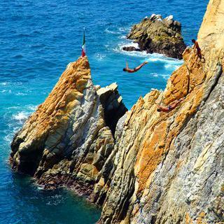 아찔한 절벽 'La Quebrada Acapulco'에서 다이빙 쇼 보기