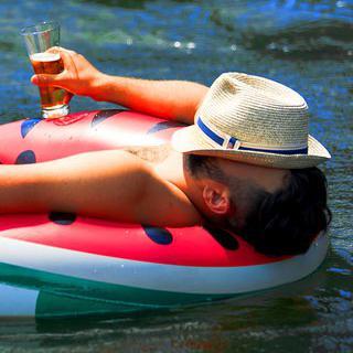 자유롭게 즐기는 한 잔, 'Beer Floating'에서 맥주 마시기