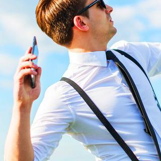 통쾌한 이색 대회, '휴대전화 던지기' 참가하기