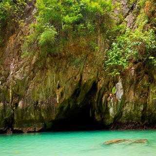 반짝이는 에메랄드빛 동굴, 'Morakot Cave' 구경하기
